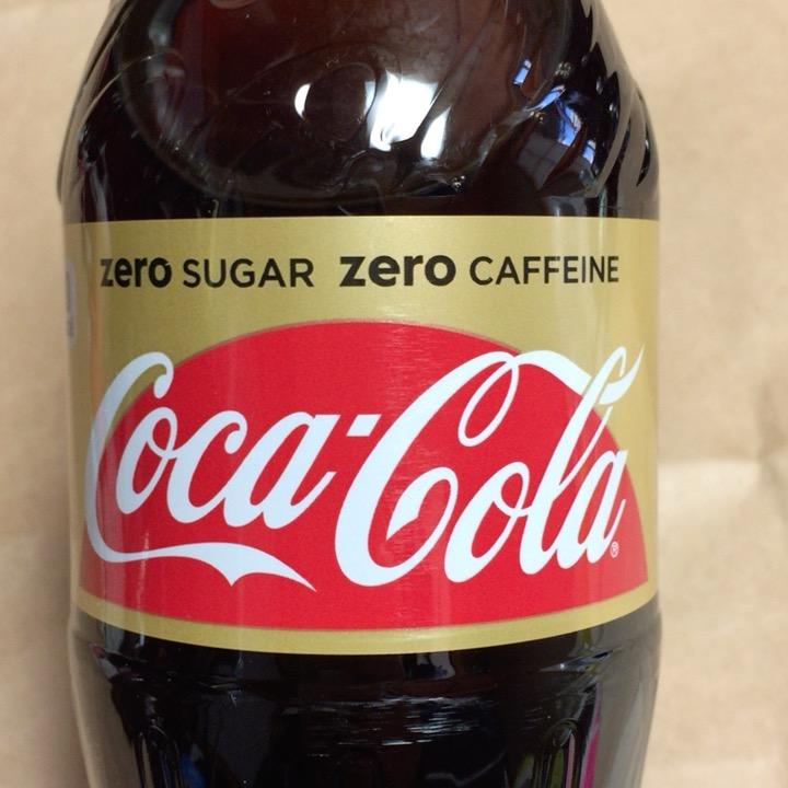 コカ・コーラ ゼロカフェインを画像を多様して全力で詳しく紹介してみた。味の感想もあるよ。