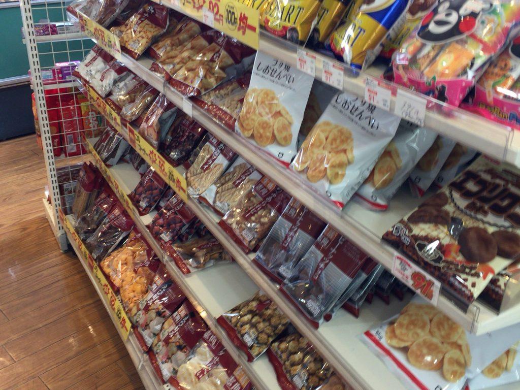 お菓子の陳列棚