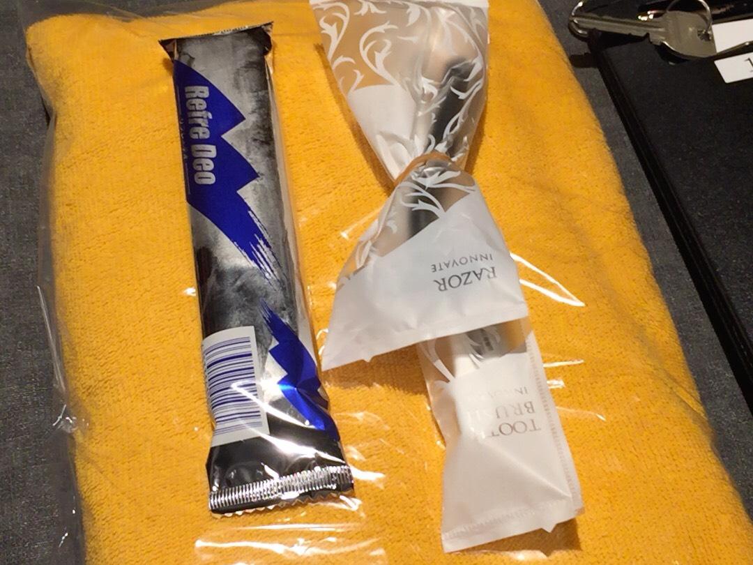 個室ビデオDVD鑑賞ボックスの様子 歯磨きセット