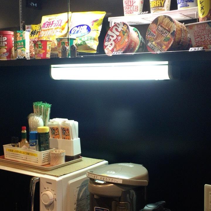個室ビデオDVD鑑賞ボックスの様子 売店