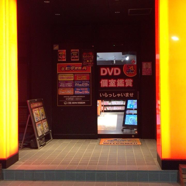 個室ビデオDVD鑑賞ボックスの様子