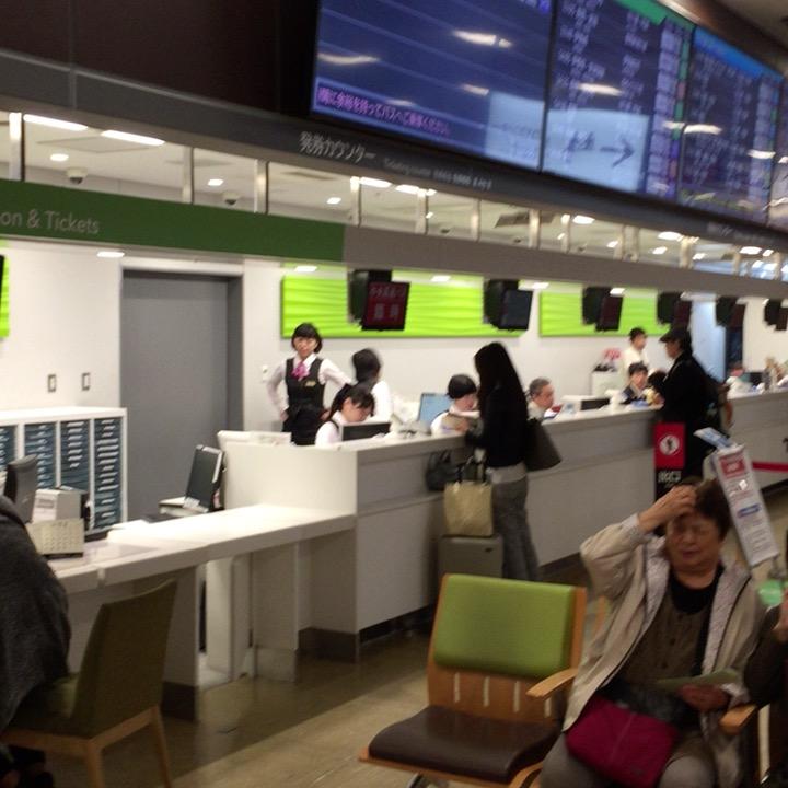 新宿バスタの有人発券カウンター