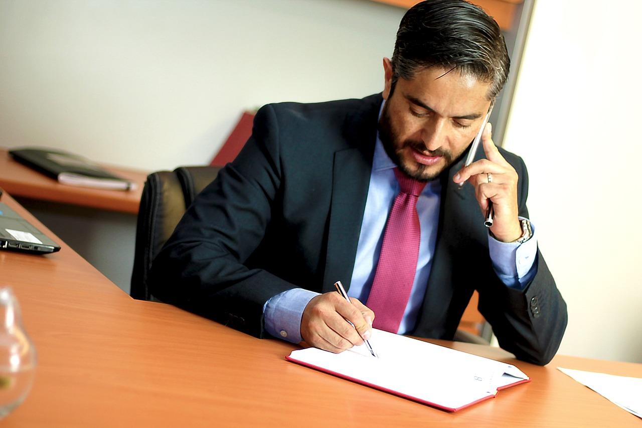 過払い金を弁護士に相談して解決した体験談を借金した経緯から完済まで詳しく説明する。