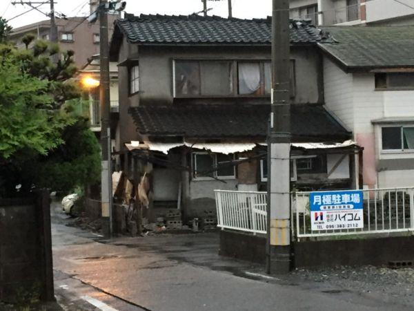 地震後の近所の様子
