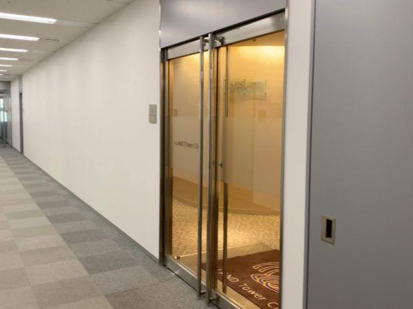 アイランドタワークリニック新宿院の入口